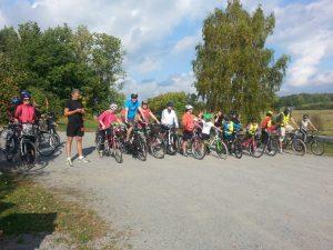 Cyklister och löpare redo för Dalbyloppet.