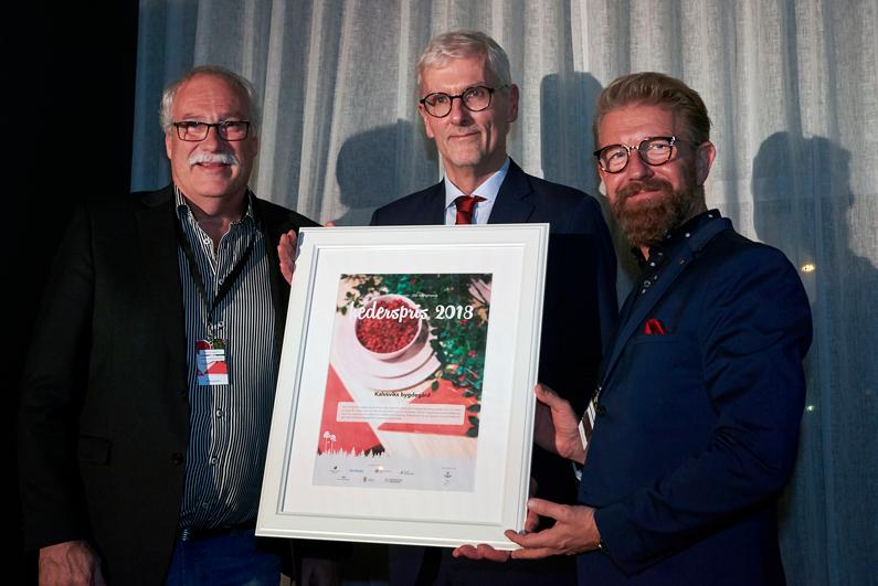 Kalvsviks bygdegård tar emot hederspris från 250 Möjligheter